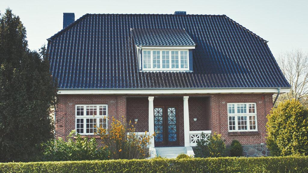 generationsskifte af fast ejendom - Overdragelse af fast ejendom til den nære familiekreds bliver ofte omtalt som en familieoverdragelse.