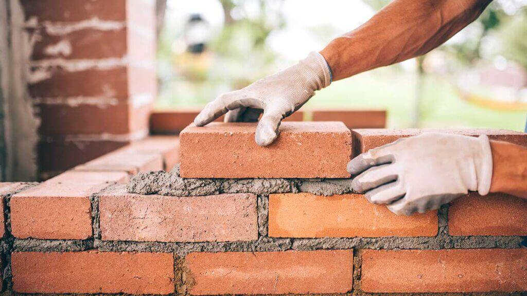 Prisstigninger og mangel på byggematerialer - hvad kan entreprenører og bygherrer gøre?